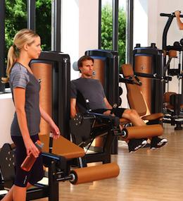 Máquinas, aparatos y mancuernas para musculación profesional